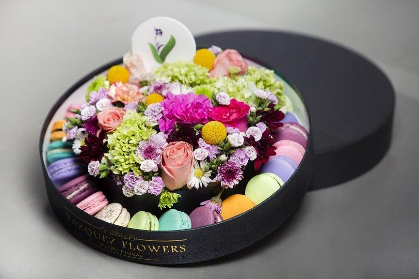 FlowersAndMacarrons