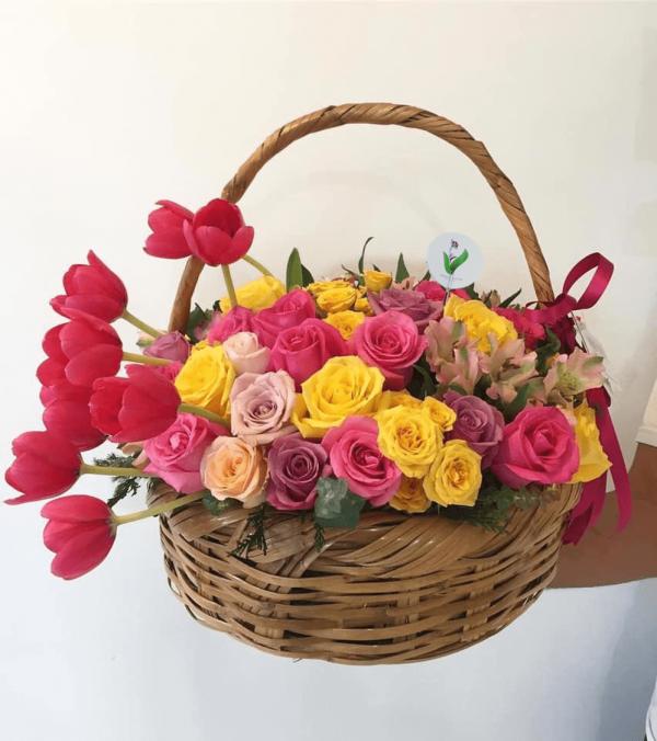 Canasta Rosas y Tulipanes