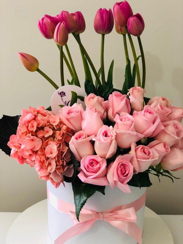 Arreglo Floral Rosas Tulipanes y Hortensia