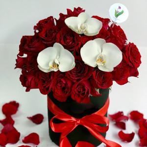 Cilindro con Rosas y Orquideas