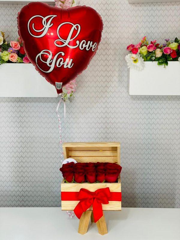 Cofre con rosas rojas y Globo